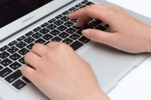 ノートパソコン購入のポイント。文字入力が中心ならキーボードの打ちやすさを基準に